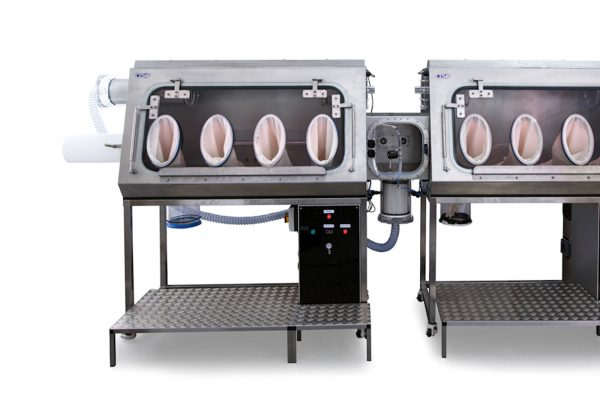 powder handling isolator with vacuum oven